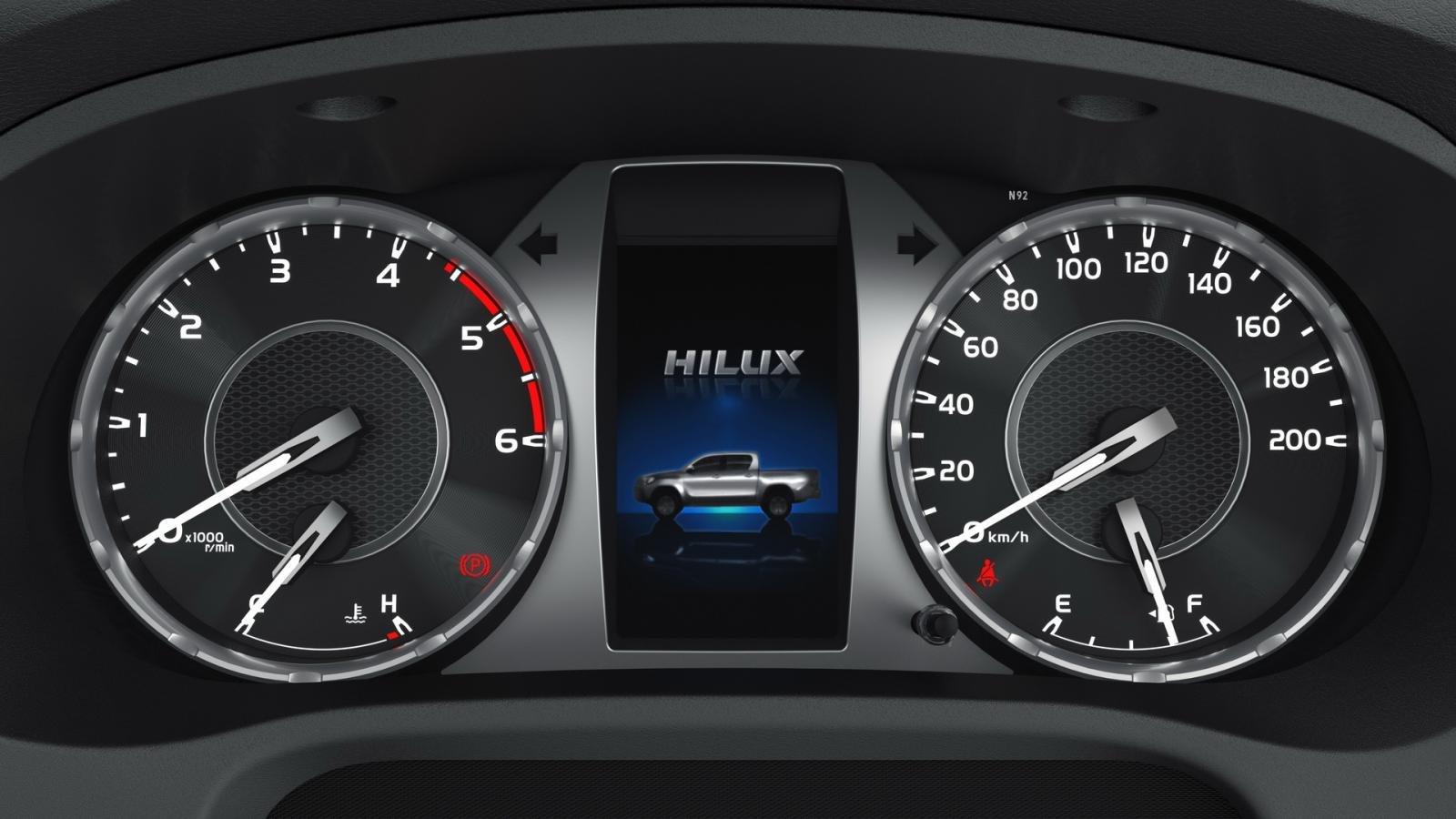 Toyota Hilux 2021 facelift tích hợp công nghệ cao.