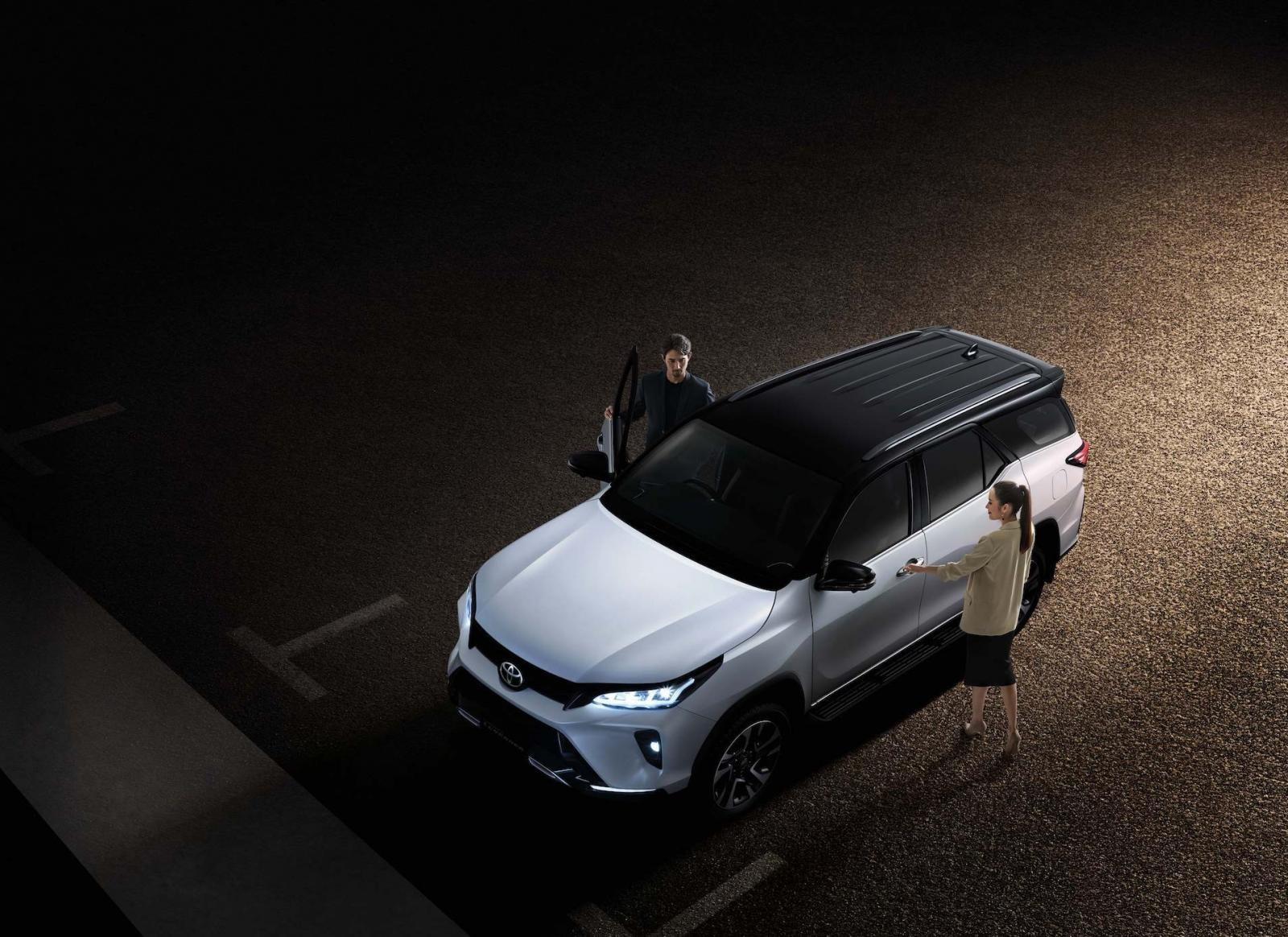 Ảnh chi tiết Toyota Fortuner Legender 2021 hoàn toàn mới vừa mở bán tại Thái Lan a4