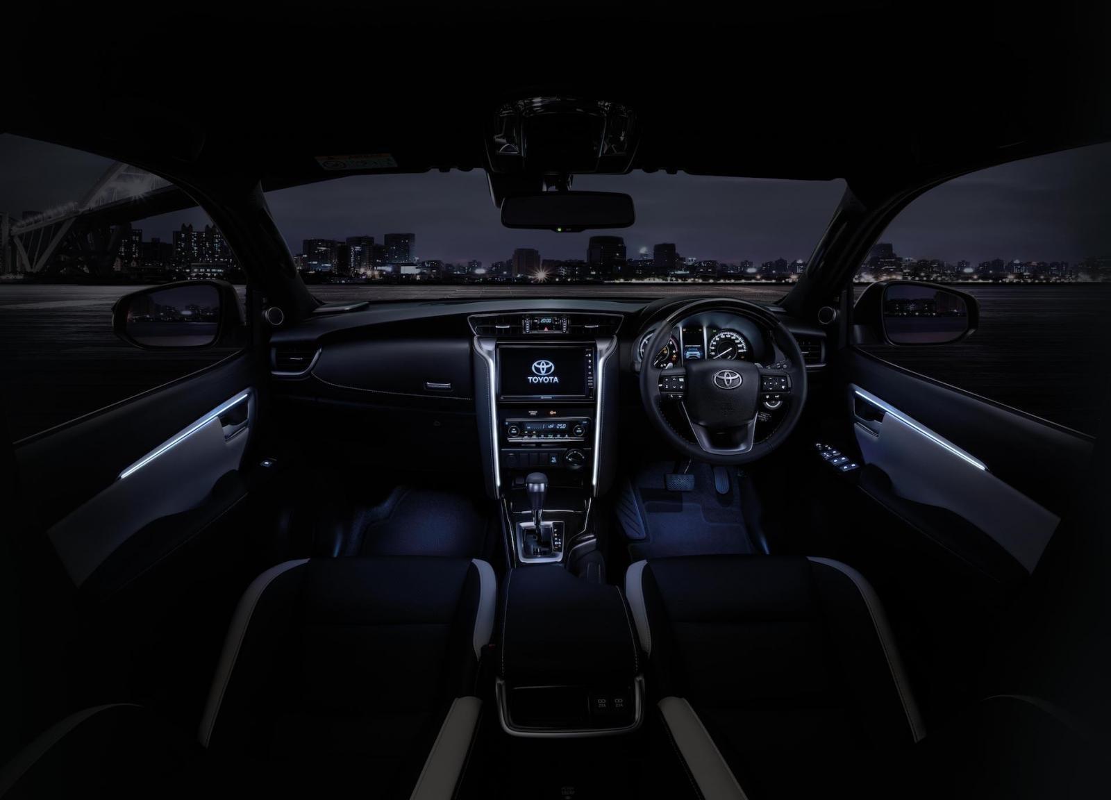 Khoang nội thất của Toyota Fortuner Legender 2021...