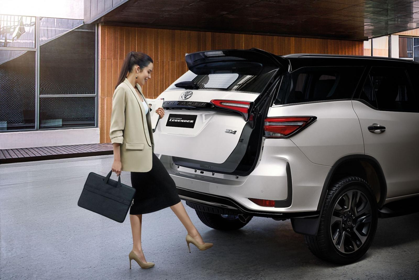 Ảnh chi tiết Toyota Fortuner Legender 2021 hoàn toàn mới vừa mở bán tại Thái Lan a12