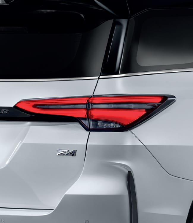 Ảnh chi tiết Toyota Fortuner Legender 2021 hoàn toàn mới vừa mở bán tại Thái Lan a11