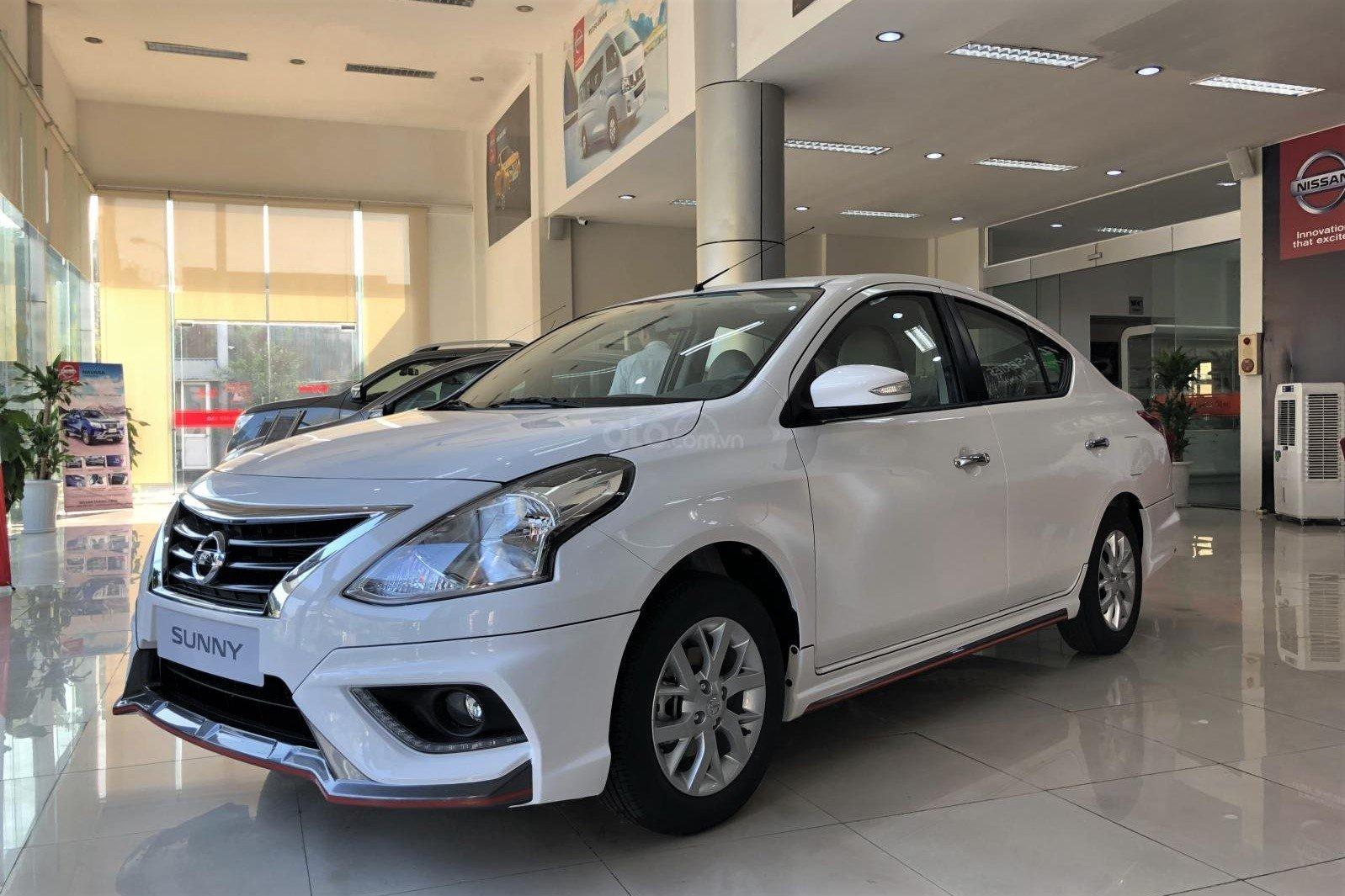 Nissan Sunny tiếp tục ưu đãi tiền mặt 20 triệu đồng.