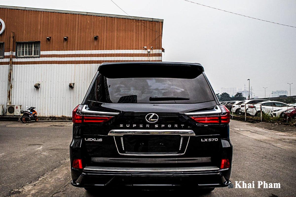 Ảnh Đuôi xe Lexus LX 570 Super Sport 2020