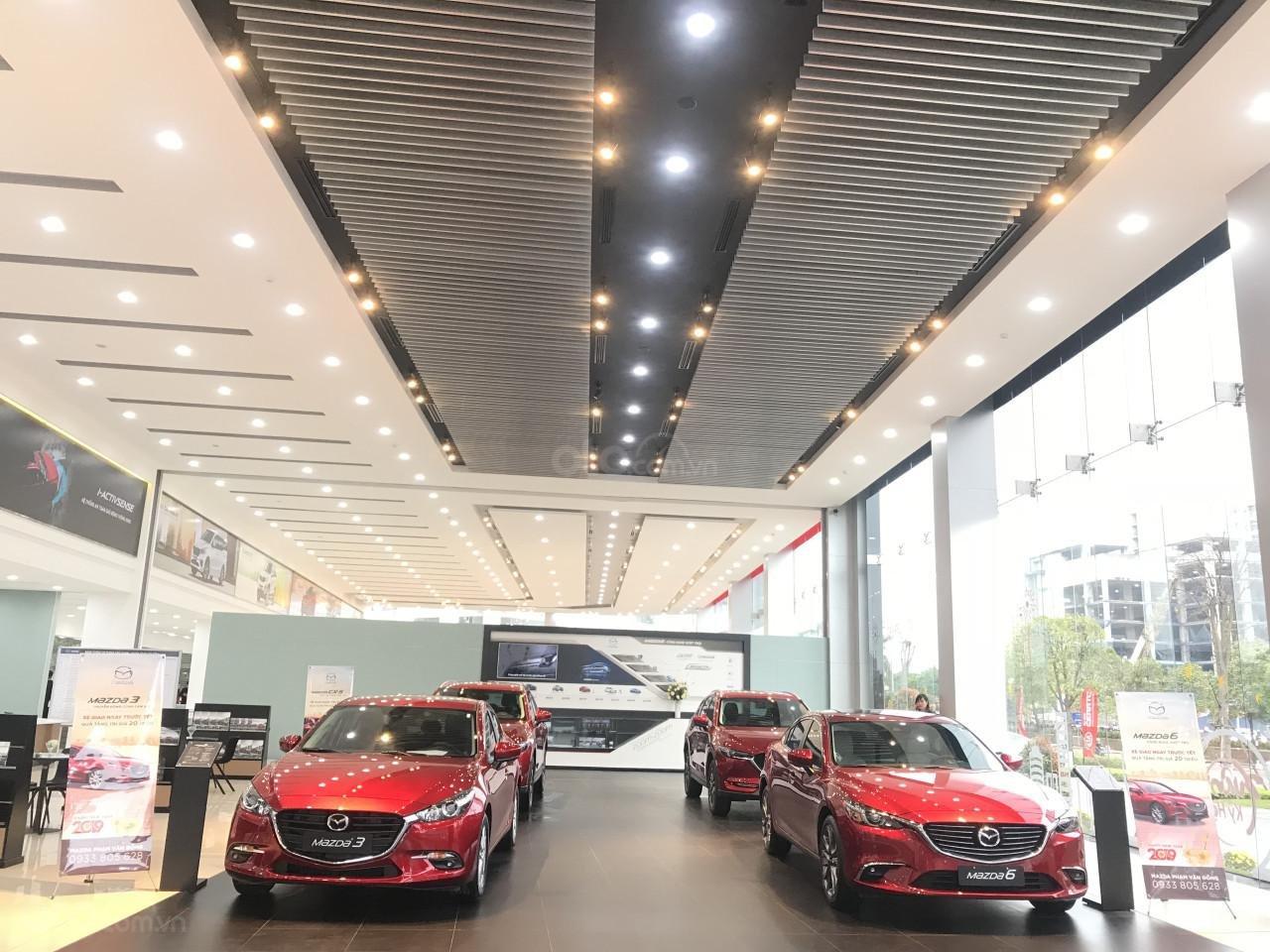 Mazda Phạm Văn Đồng (8)