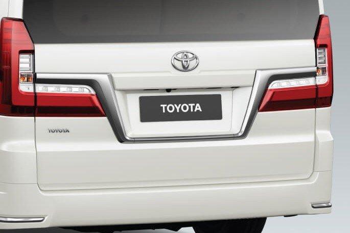 Thiết kế đuôi xe Toyota Granvia 2020 1