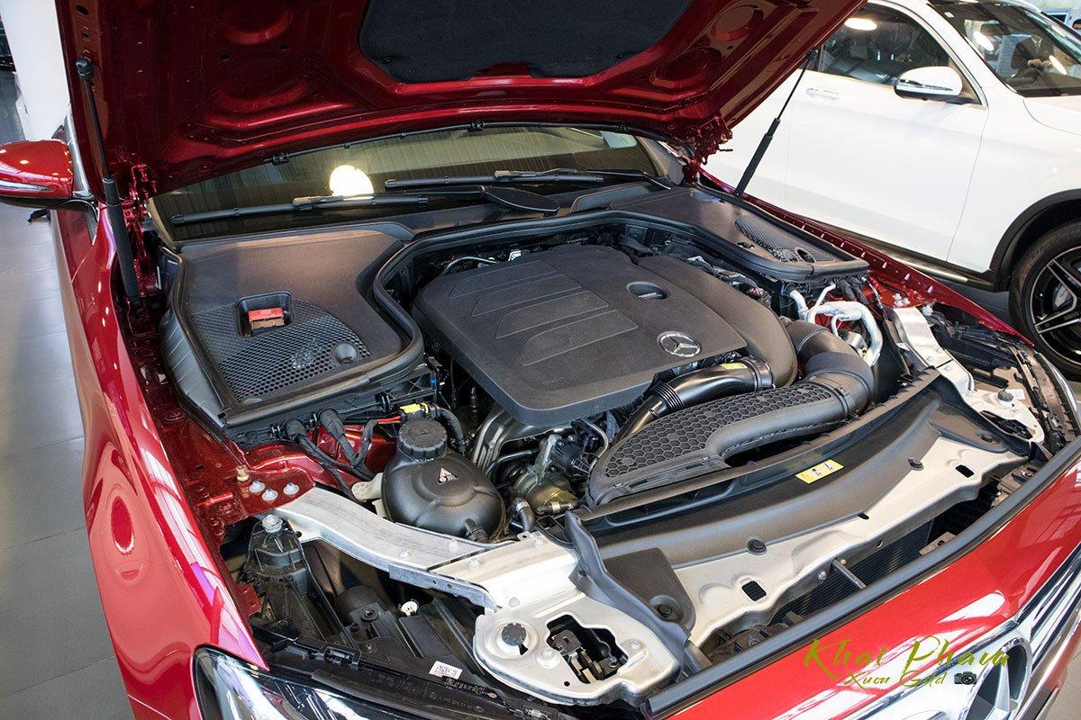 Động cơ Mercedes-Benz E180 2020.