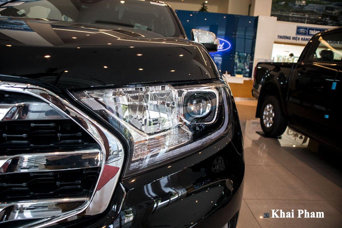 Ảnh đèn pha xe Ford Everest 2020