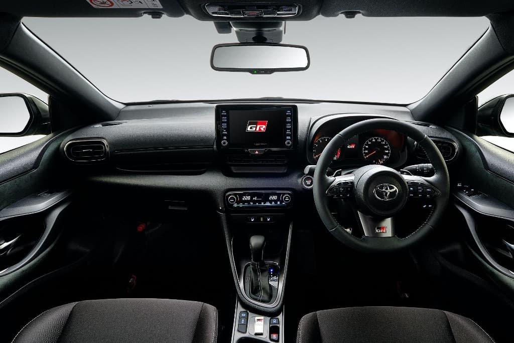 Toyota GR Yaris RS lô xe đầu cực kỳ cuốn hút.