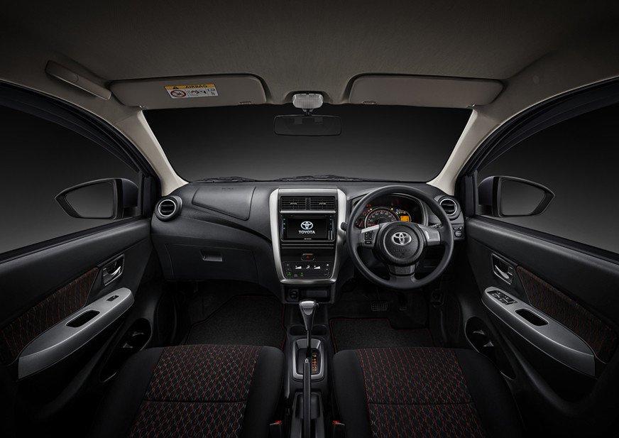 Nội thất Toyota Wigo 2020 facelift mới với tạo hình thân thuộc.