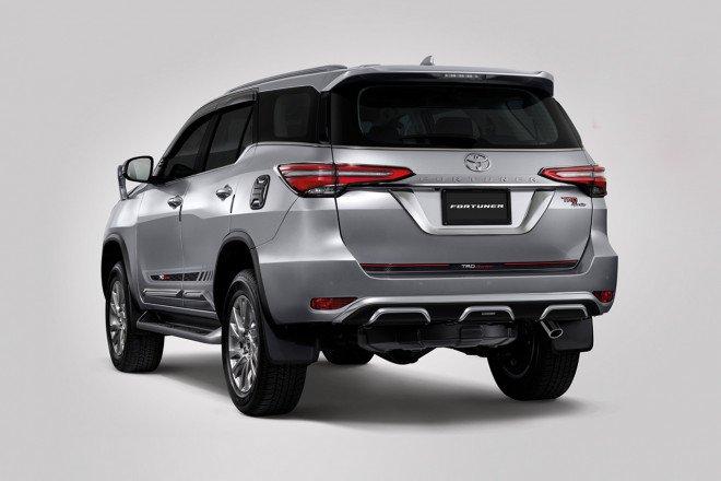 Toyota Fortuner 2021 TRD hầm hố cực đỉnh.