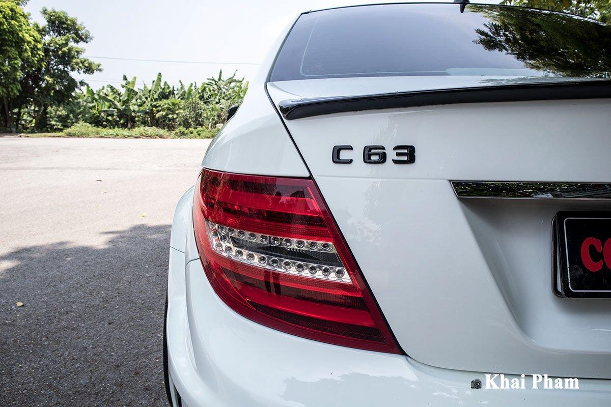"""Hơn 2 tháng thi công và 200 triệu đồng, Mercedes-Benz C 300 đời """"ơ kìa"""" biến thành xe thể thao cực ngầu a15"""