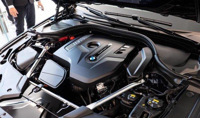 Động cơ trên BMW 5-Series 2020.