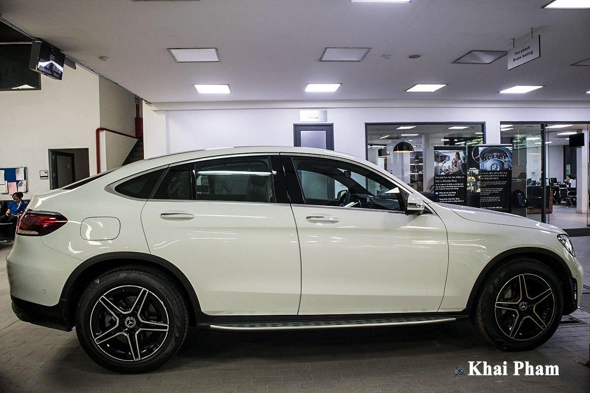 Ảnh Chính diện thân xe Mercedes-Benz GLC 300 Coupe 2020