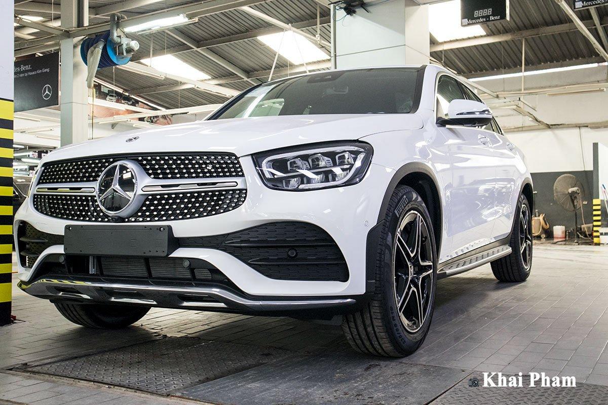 Ảnh trước đầu xe Mercedes-Benz GLC 300 Coupe 2020