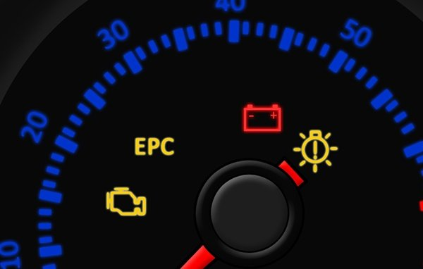 Khi gặp đèn cảnh báo ắc-quy hỏng, chủ nhân cần bình tình tìm nguyên nhân.