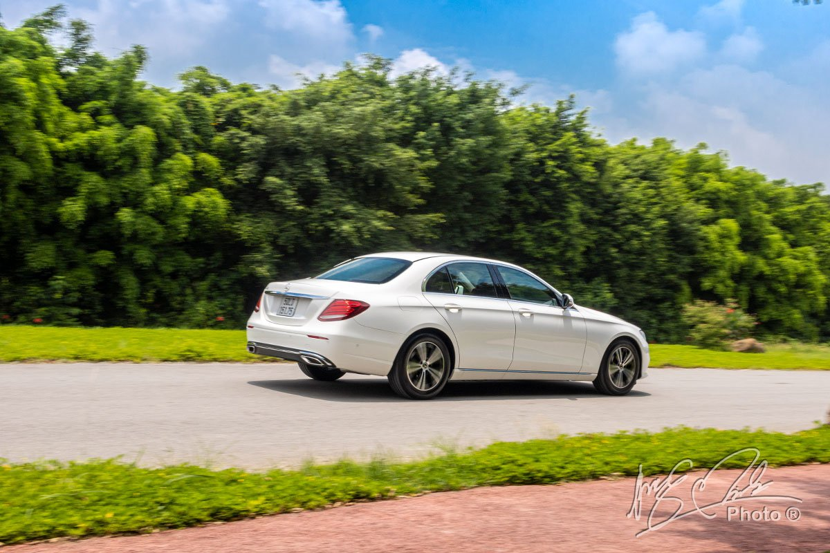 Đánh giá xe Mercedes-Benz E 180 2020: Thiên hướng về sự êm ái hơn là mạnh mẽ.