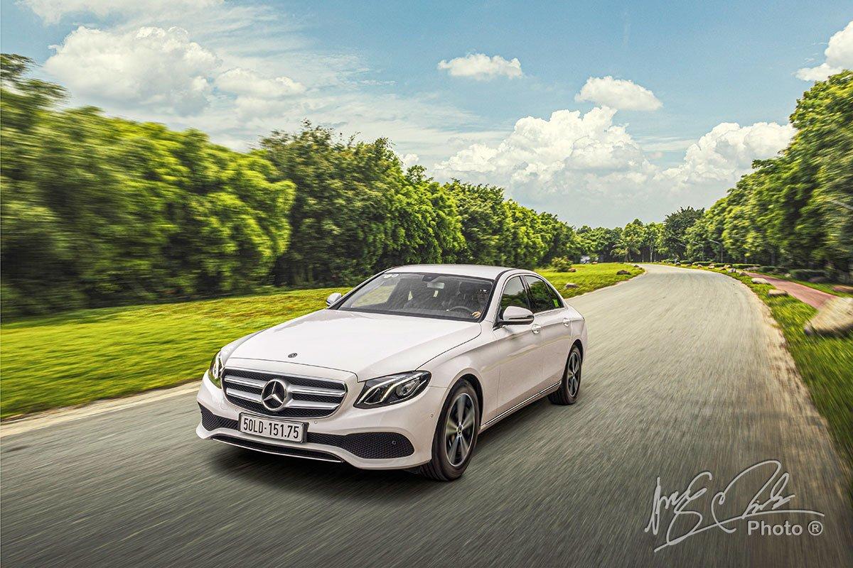 Đánh giá xe Mercedes-Benz E 180 2020: Xe vận hành êm ái và tĩnh lặng.