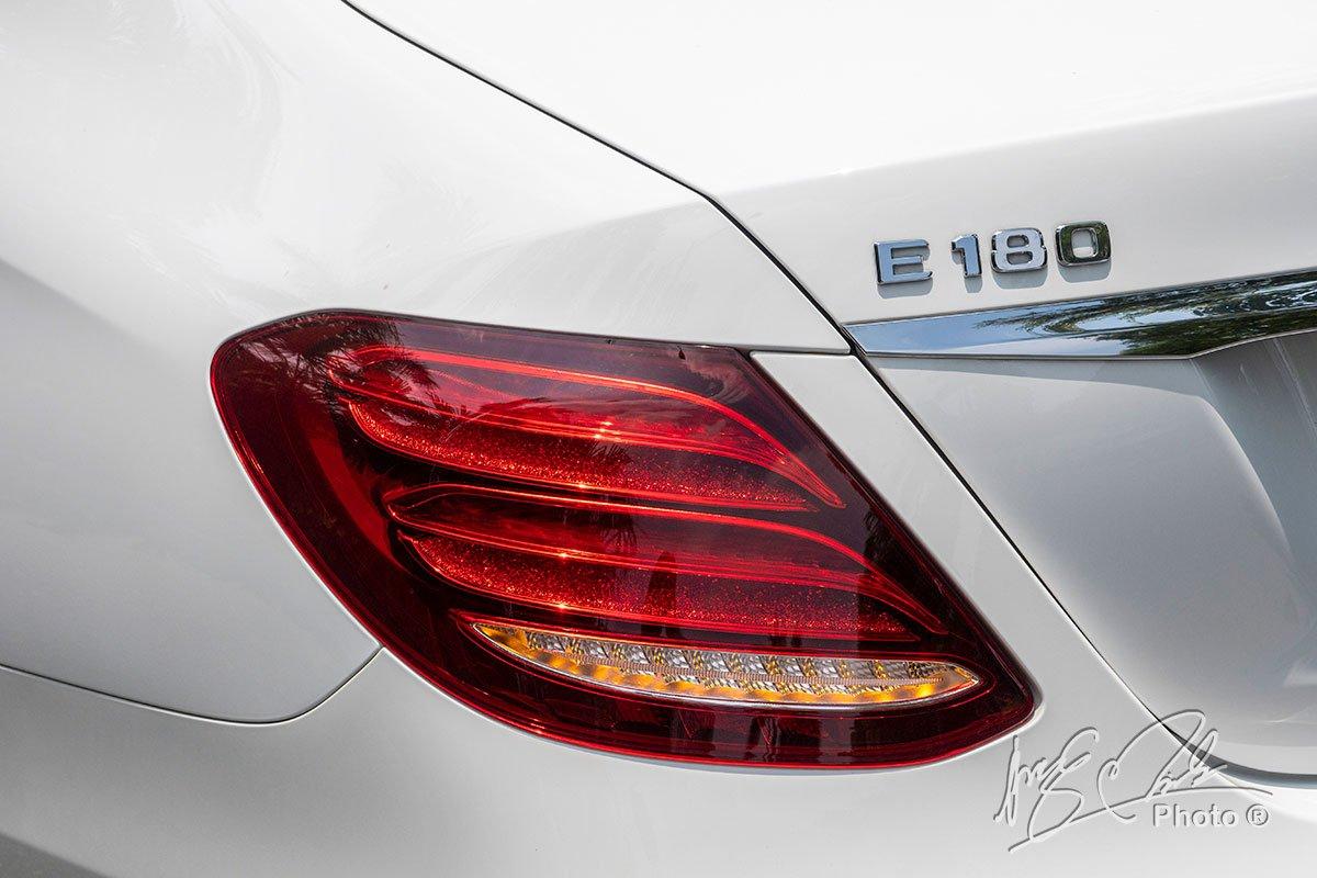 Đánh giá xe Mercedes-Benz E 180 2020: cụm đèn hậu LED 3 tầng.