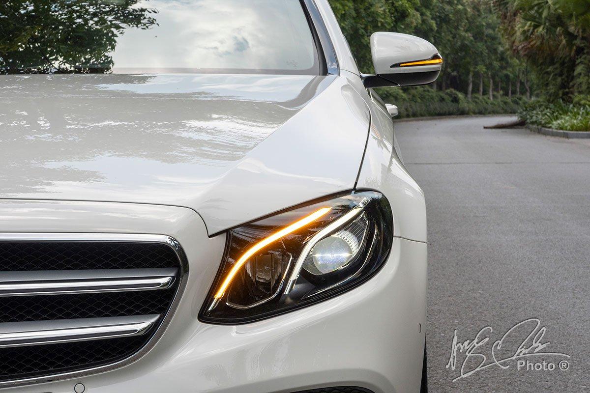 Đánh giá xe Mercedes-Benz E 180 2020: Cụm đèn pha LED Highperformance.