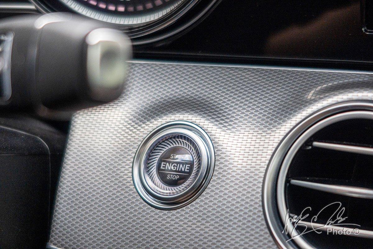 Đánh giá xe Mercedes-Benz E 180 2020: Nút bấm khởi động.