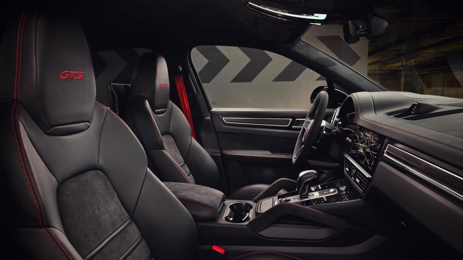 Porsche Cayenne GTS trang trí đẹp mắt.