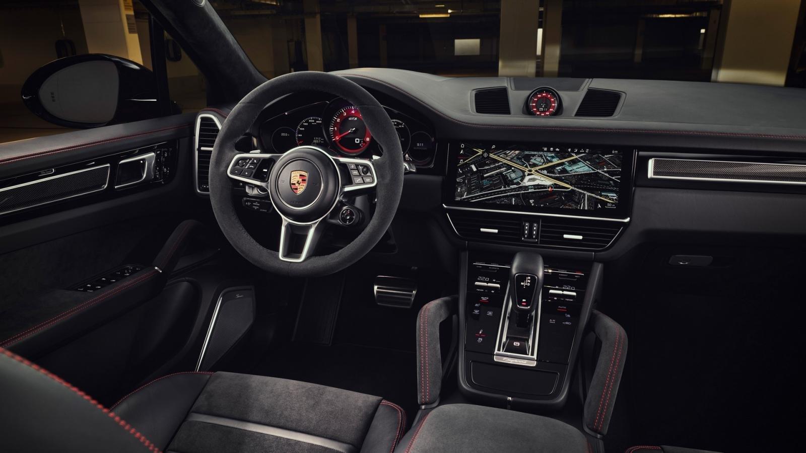 Porsche Cayenne GTS trang bị tối tân.
