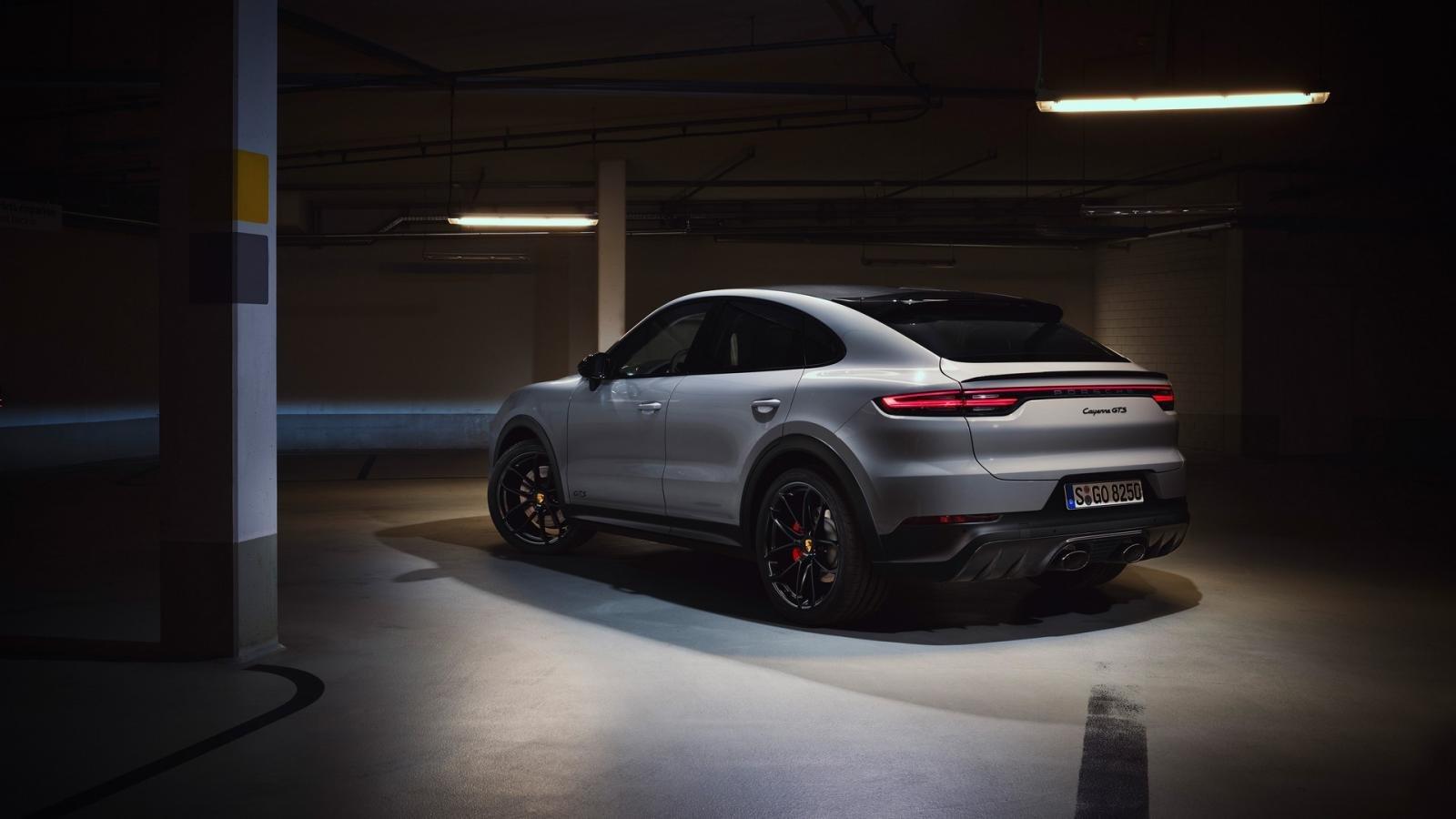 Porsche Cayenne 2021 GTS thể thao khó cưỡng.