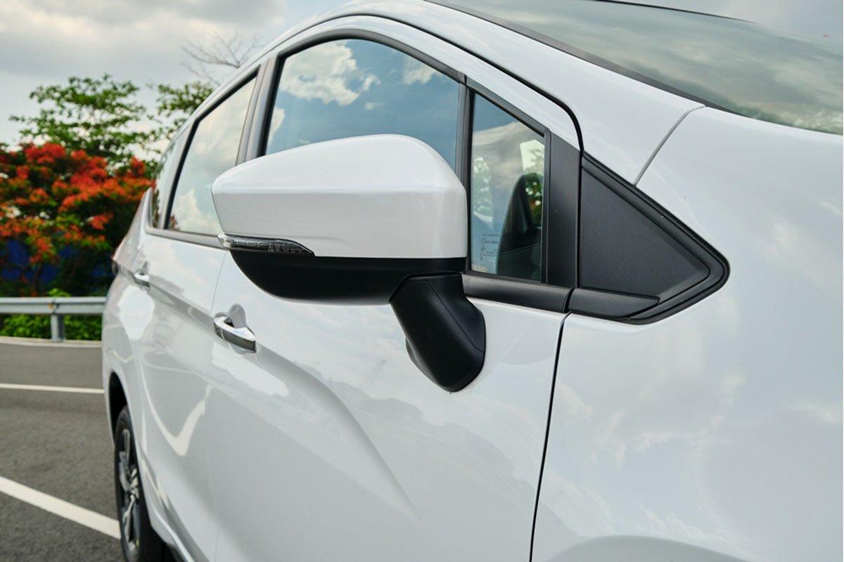 Mitsubishi Xpander 2020 MT có thêm trang bị đèn xi nhan tích hợp trên gương chiếu hậu.