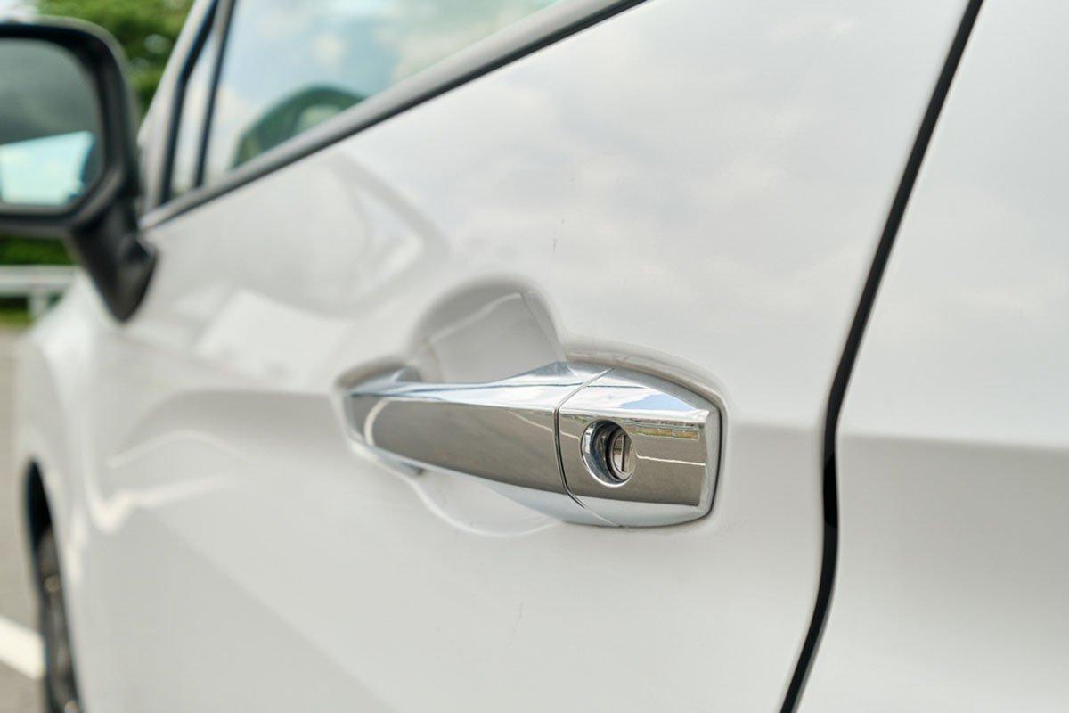 Mitsubishi Xpander 2020 MT có thêm trang bị tay nắm cửa mạ crôm.