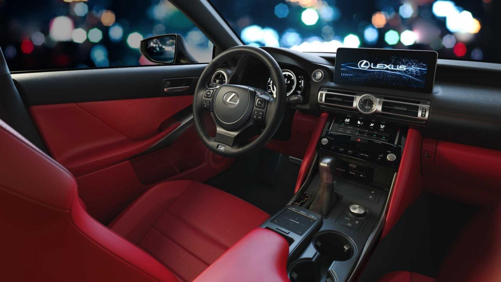 Lexus IS 2021 trang bị tân tiến.