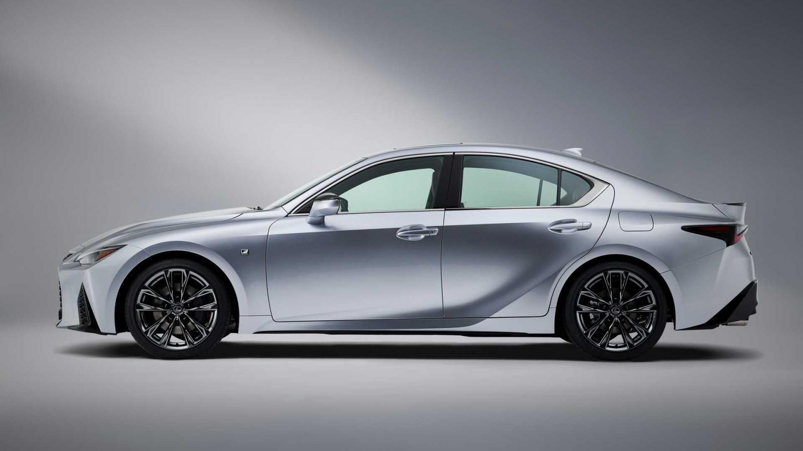 Lexus IS 2021 ẩn chứa giấc mơ đứng đầu của hãng xe Nhật.