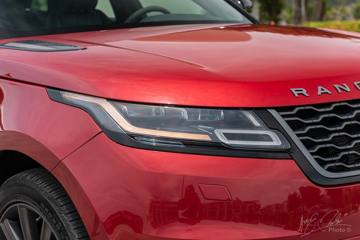 Đánh giá xe Range Rover Velar: cụm đèn pha LED mảnh đặc trưng của thương hiệu xe địa hình Anh Quốc.