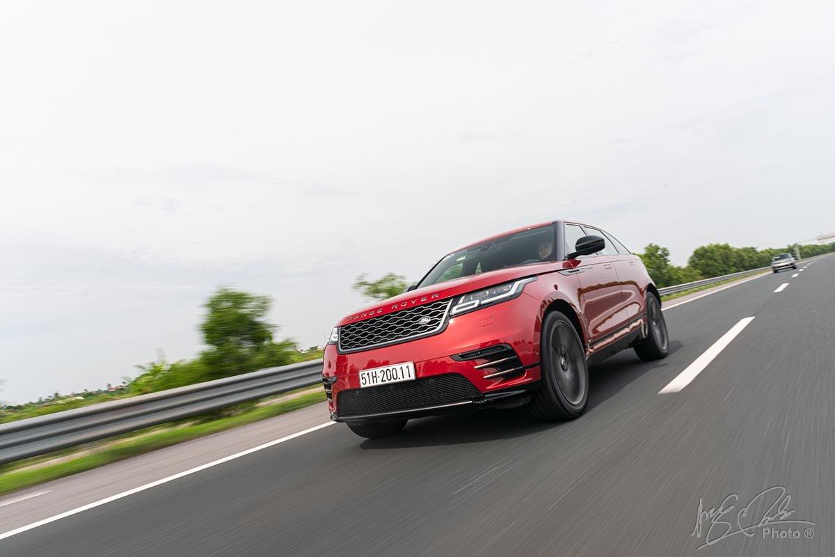 Đánh giá xe Range Rover Velar 2020: Xe có khả năng cách âm tuyệt vời.
