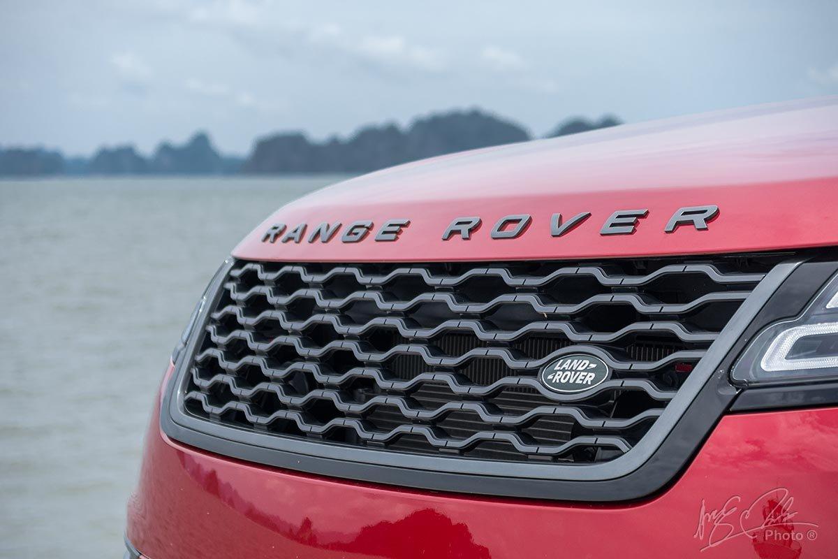 Đánh giá xe Range Rover Velar: Lưới tản nhiệt với thiết kế đồ hoạ dạng mắt xích.