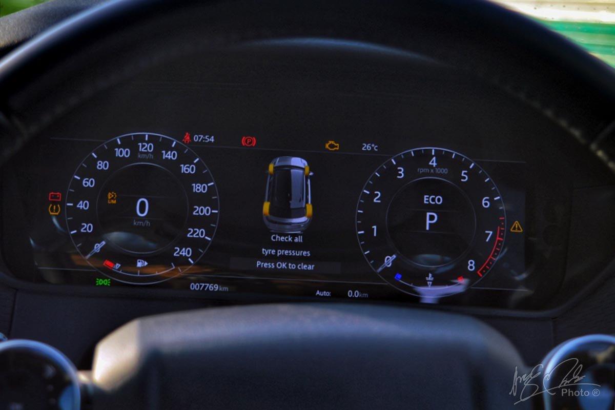 Đánh giá xe Range Rover Velar 2020: Bảng đồng hồ kỹ thuật số có kích thước 12,3 inch.