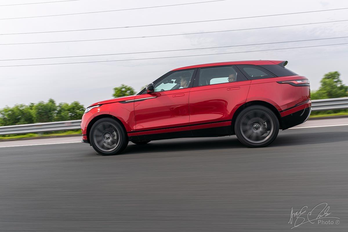 Đánh giá xe Range Rover Velar 2020: Xe vẫn được trang bị các công nghệ cho việc Offroad.