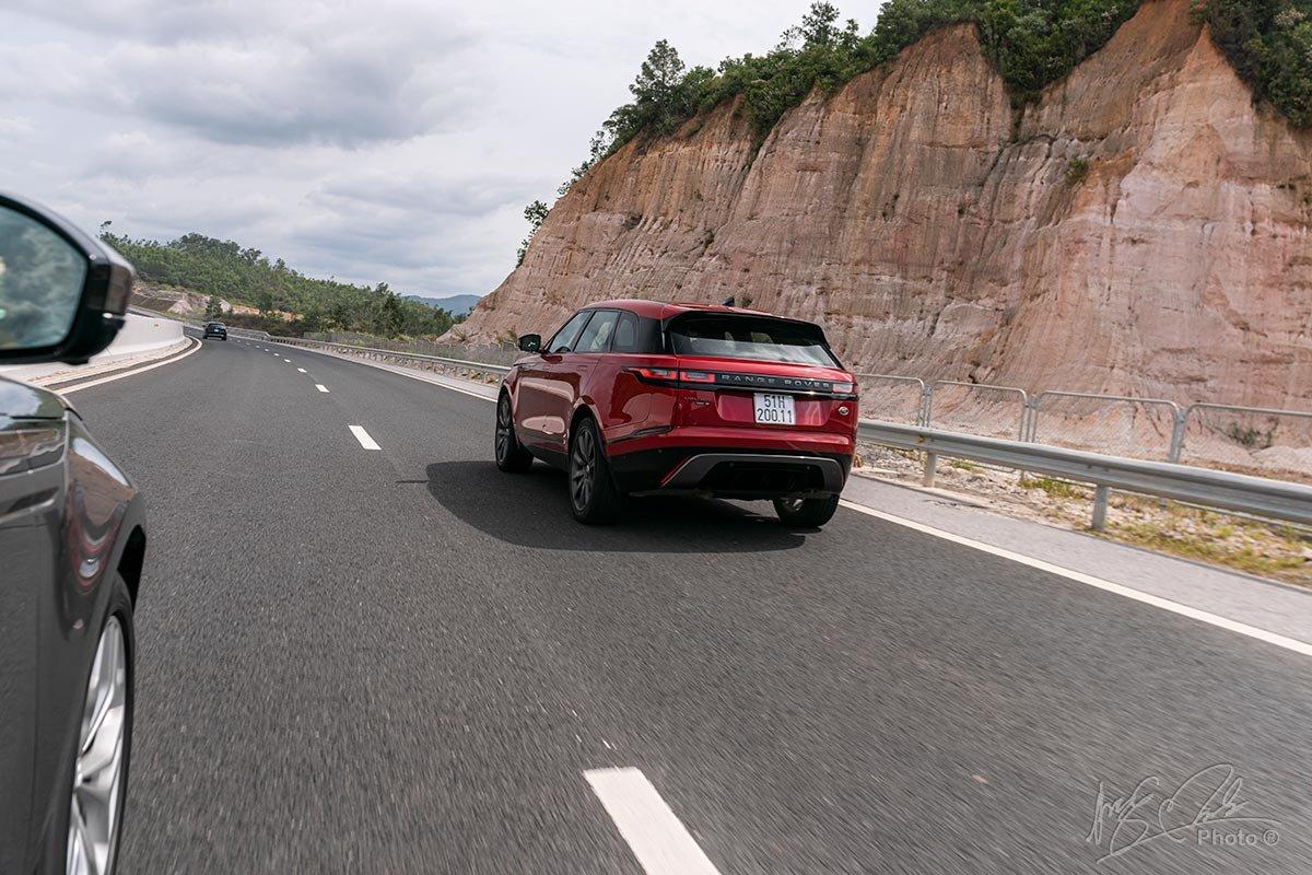 Đánh giá xe Range Rover Velar 2020: Không phải đứng đầu về khả năng xử lý nhưng vẫn là một chiếc xe cung cấp cảm giác lái tốt.
