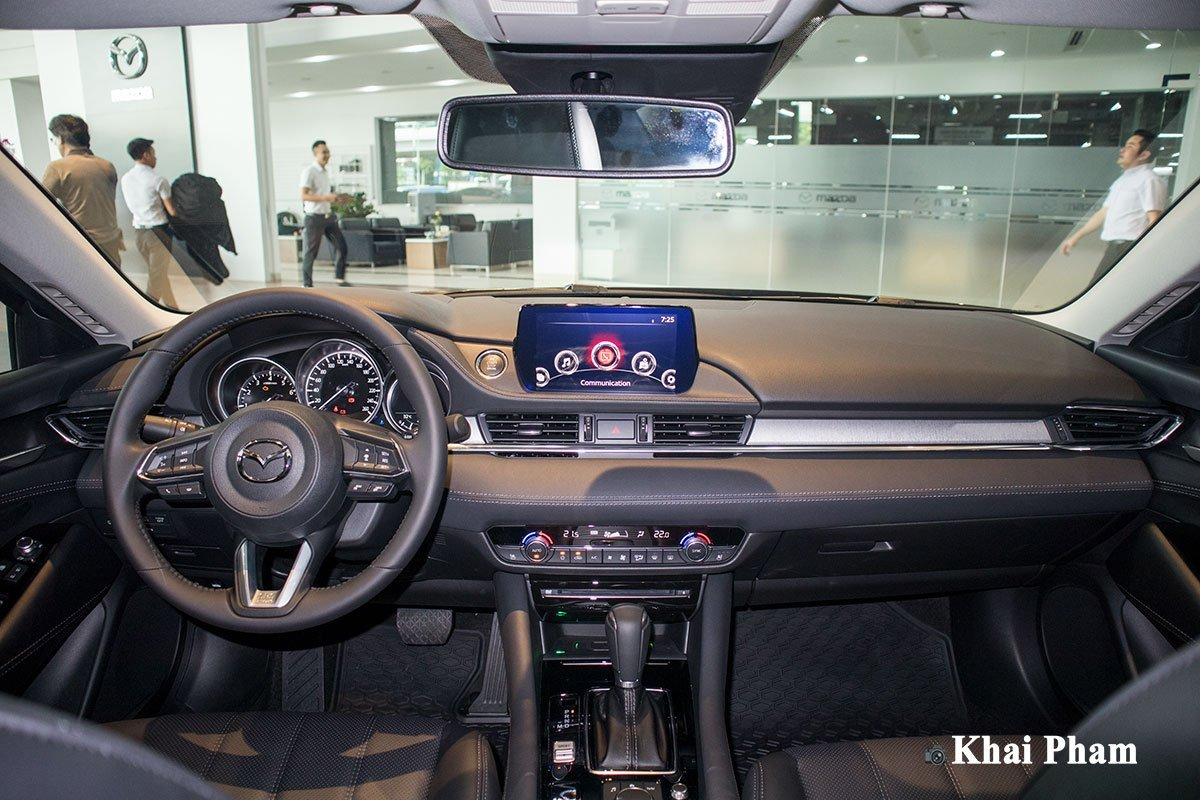 Khoang nội thất của Mazda6 2020 thiết kế đơn giản, hiện đại 1