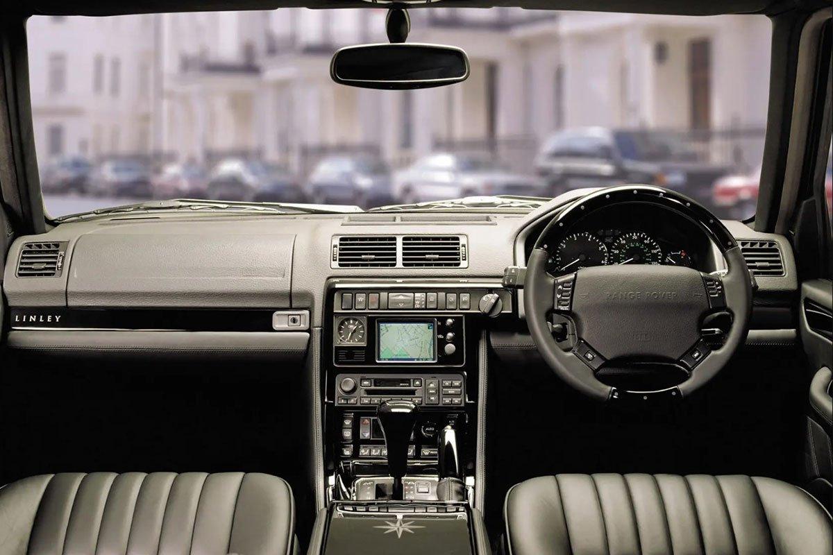 Nội thất của Range Rover thế hệ 2 được trang bị nhiều tiện nghi cao cấp hơn.