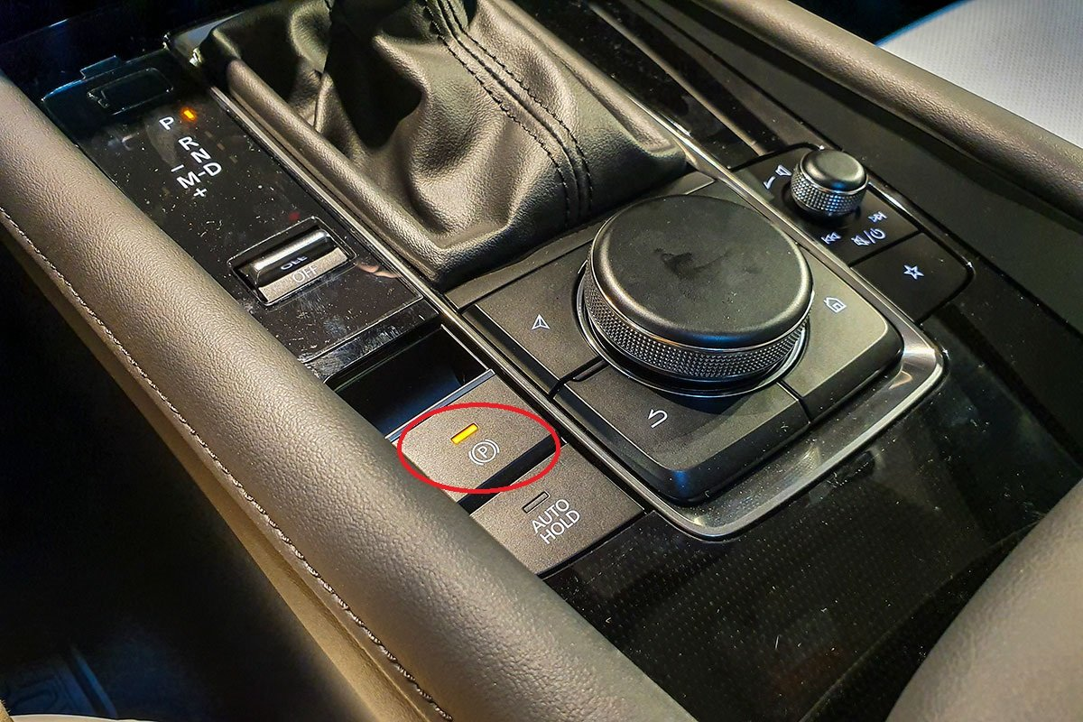 Phanh tay điện tử trên xe Mazda 3 sedan 1