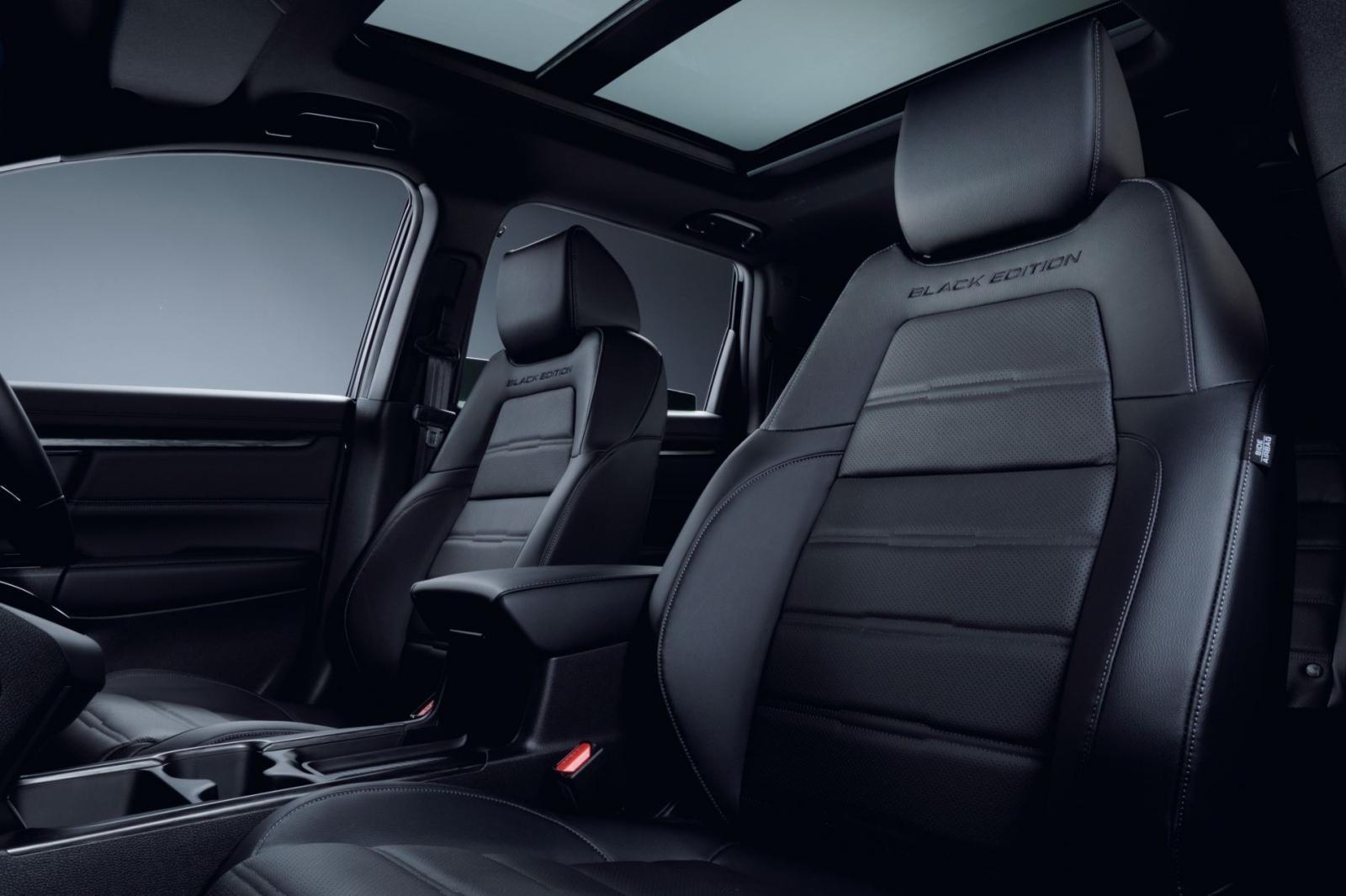 Hàng ghế sau xe Honda CR-V Black Edition 1