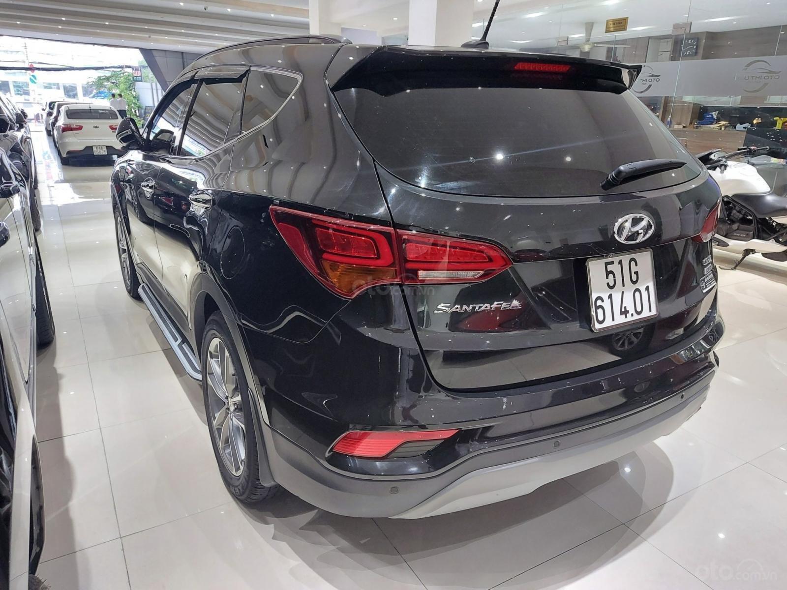 Bán Hyundai Santa Fe 2.2 AT 2018, máy dầu diesel, biển SG, xe gia đình sử dụng, odo 30.000km, thương lượng khách thiện chí (5)