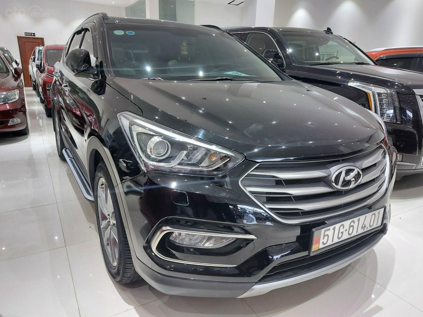 Bán Hyundai Santa Fe 2.2 AT 2018, máy dầu diesel, biển SG, xe gia đình sử dụng, odo 30.000km, thương lượng khách thiện chí (6)