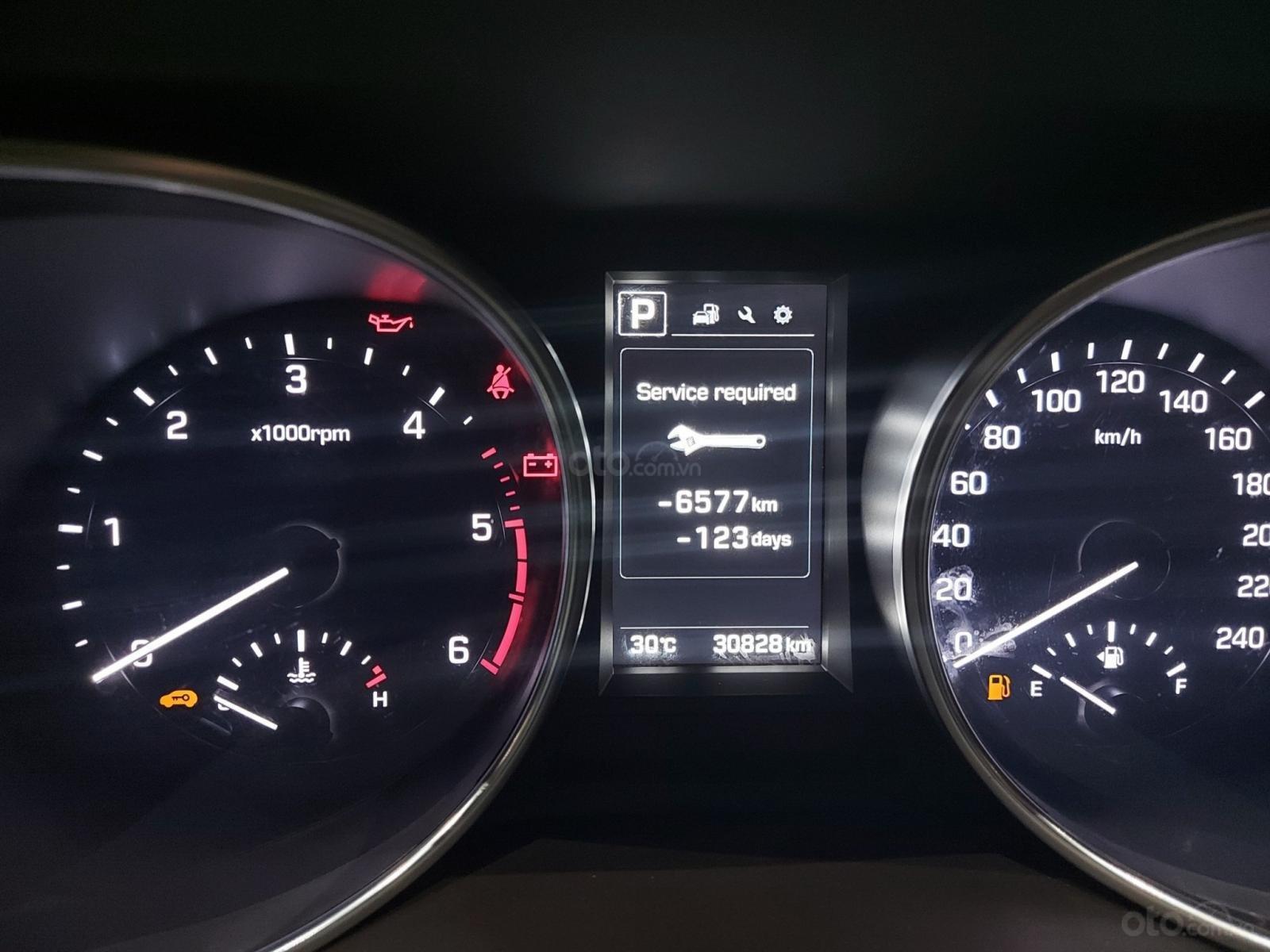 Bán Hyundai Santa Fe 2.2 AT 2018, máy dầu diesel, biển SG, xe gia đình sử dụng, odo 30.000km, thương lượng khách thiện chí (10)