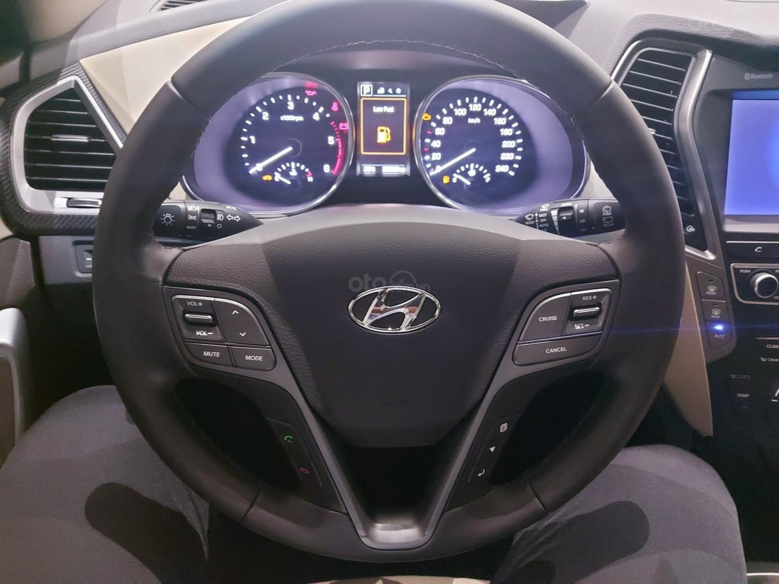 Bán Hyundai Santa Fe 2.2 AT 2018, máy dầu diesel, biển SG, xe gia đình sử dụng, odo 30.000km, thương lượng khách thiện chí (8)