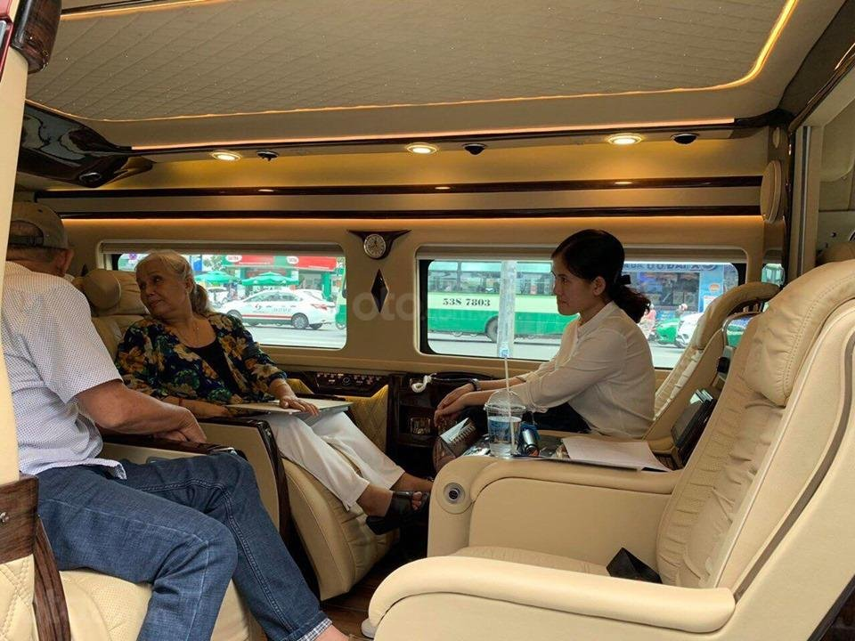 Transit Limousine 10 chỗ phiên bản VIP độc quyền tại Sài Gòn Ford (2)