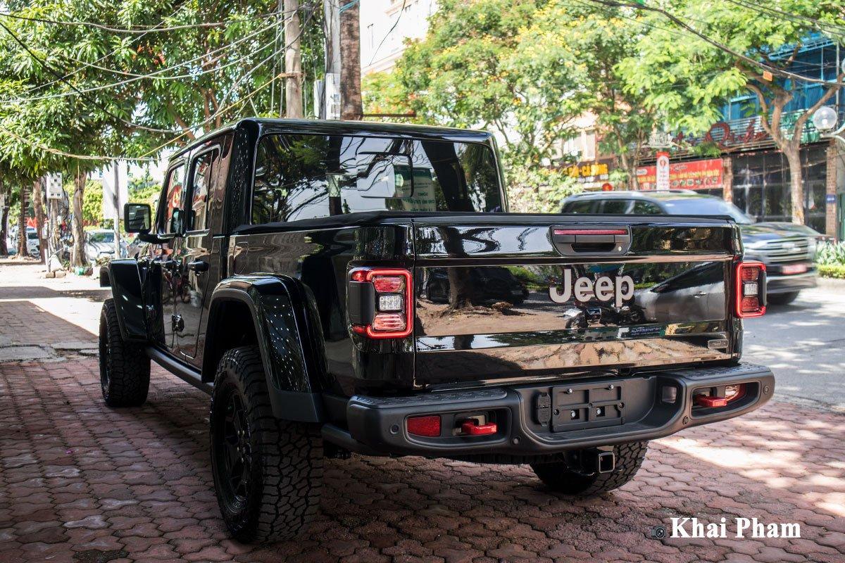 Ảnh sau xe Jeep Gladiator Launch Edition 2020