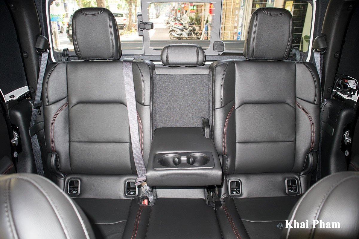 Ảnh ghế sau xe Jeep Gladiator Launch Edition 2020 a1