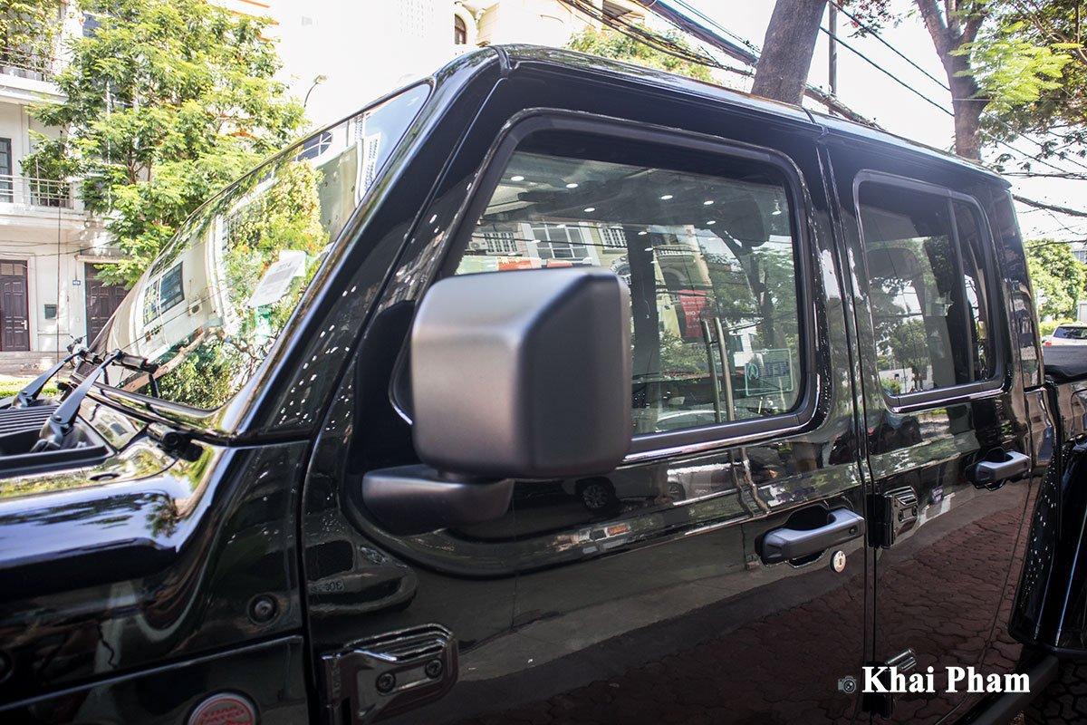 Ảnh gương xe Jeep Gladiator Launch Edition 2020