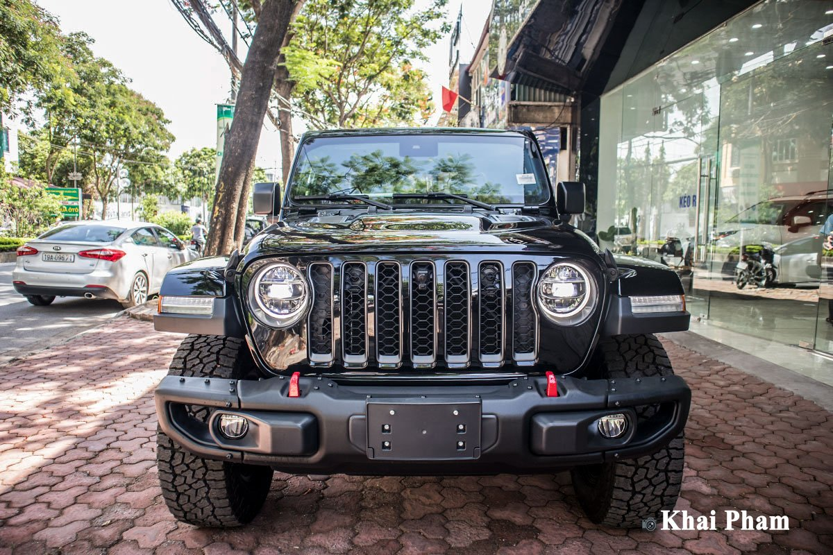 Ảnh chính diện đầu xe Jeep Gladiator Launch Edition 2020